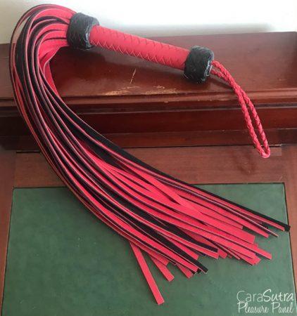 Jiahao faux cuir rouge et noir critique de flagellation